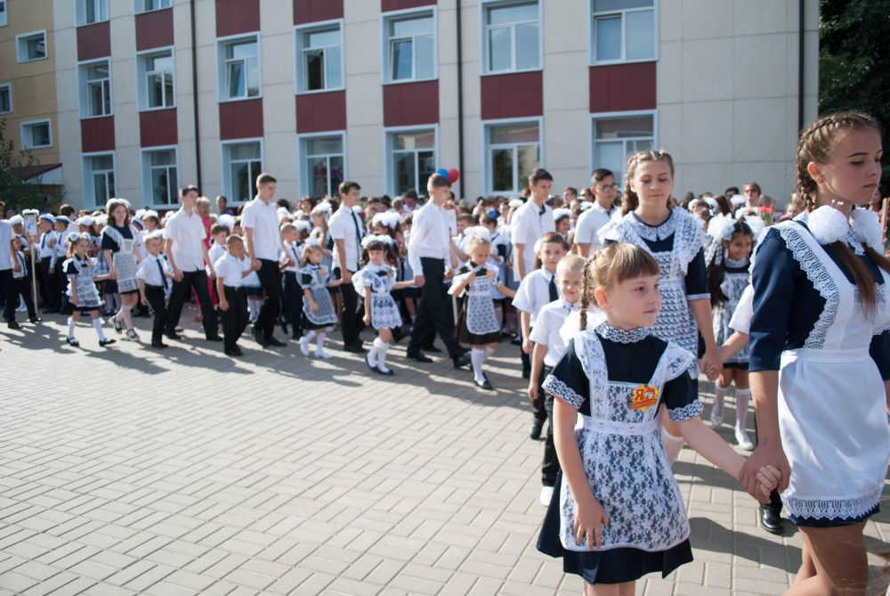 День знаний в школе в Ростовской области.