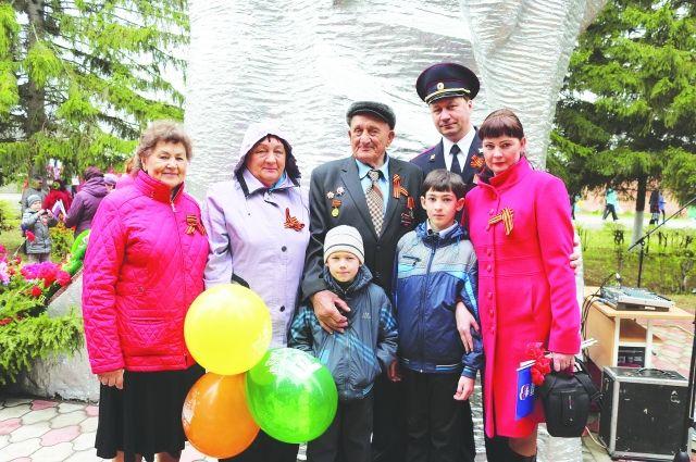 Фронтовик Павел Андреевич Синяк - главный герой Дня Победы в родном посёлке.