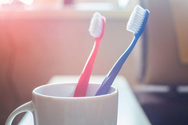 Опасно ли использовать зубную щётку для пилинга?