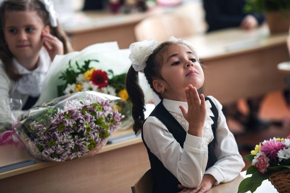 Первоклассники на уроке в московской средней школе № 2048.