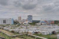 Кемерово пребывает в ожидании грандиозных изменений. Сегодня здесь гаражи, а завтра может быть суд, аквапарк, зоопарк, сибирский «Диснейлэнд» - что угодно, что приносит огромные деньги.