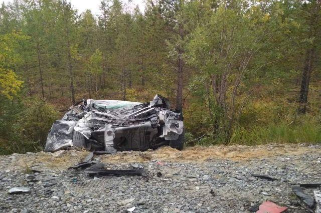 В ДТП на трассе «Сургут-Салехард» иномарка врезалась в большегруз
