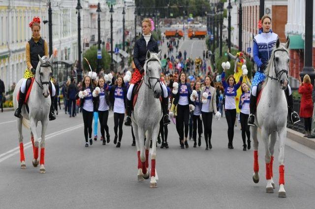 Красочное шествие по Любинскому проспекту.