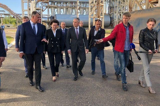 Александр Моор оценил производственные мощности завода в Югорске