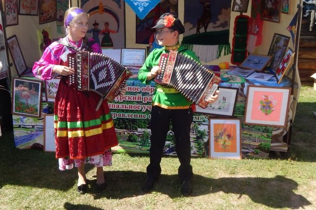 420 творческих коллективов приехали на фестиваль русской культуры в Тальцы.