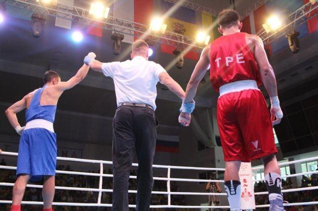 Оренбуржец Габил Мамедов вышел в полуфинал студенческого ЧМ по боксу.