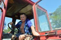 Тракторист из Неклиновского района не только знает толк в машинах, но и является высококлассным гонщиком