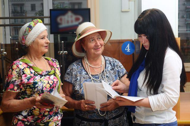 Работодателя, который уволит работника накануне пенсии, хотят наказывать штрафом в  200 тыс. руб. или 360 часами принудительных работ.