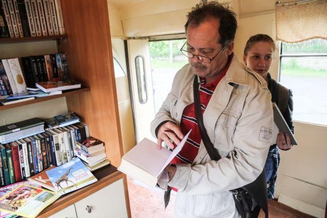 Было время, по Владивостоку трамваи-библиотеки курсировали.