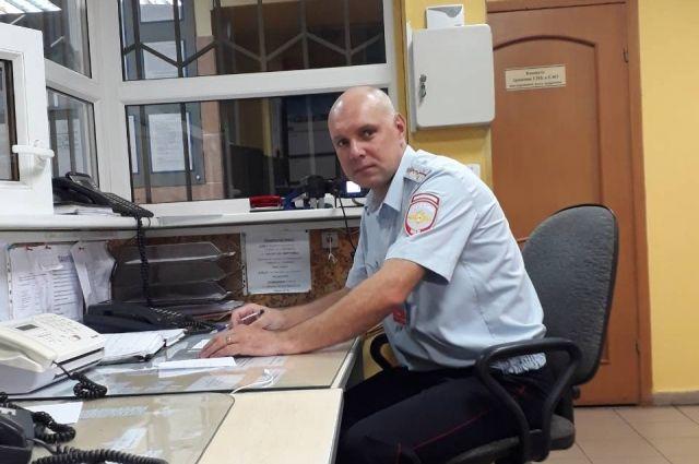 Полицейский вытащил мужчину из упавшего в озеро автомобиля в Светлогорске.