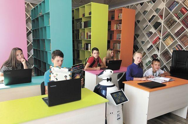 Для библиотеки по индивидуальному проекту сделали специальный мебельный комплекс.