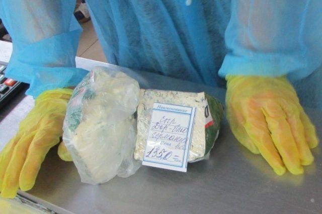 Рейд Кемеровской таможни показал, что запрещённый сыр ещё можно найти в магазинах Кемерова.