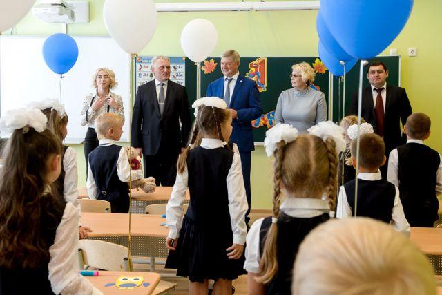 С Днём знаний школьников, их родителей и учителей поздравил Александр Гусев.