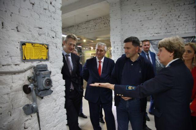 Музей-шахту посещают и высокие чиновники. В этом году, например, провели экскурсию для министра экологии и природных ресурсов Дмитрия Кобылкина.