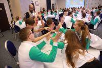 В турнире принимают участие команды школьников из разных регионов России.