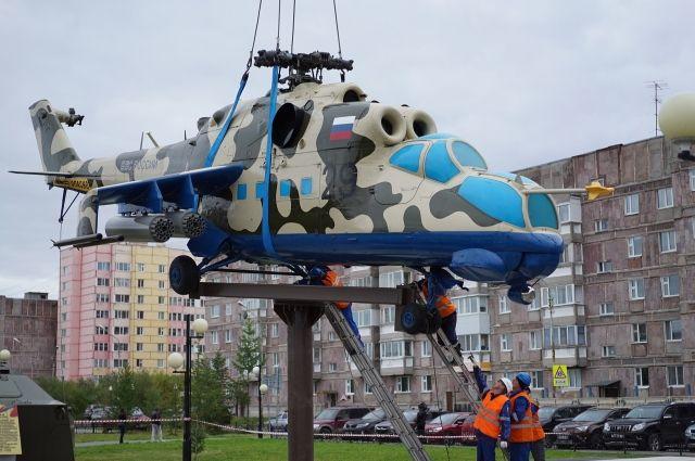 В Новом Уренгое завершается монтаж вертолета МИ-24