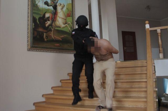 Дом наркобарона брали штурмом.