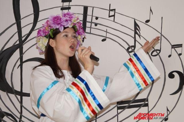 Финалисты проекта исполнят композиции на различных национальных языках.