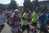 В тюменском полумарафоне «Стальной характер» участвовали 2 тысячи бегунов