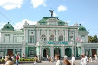 Здание театра стоит в Омске уже целый век.