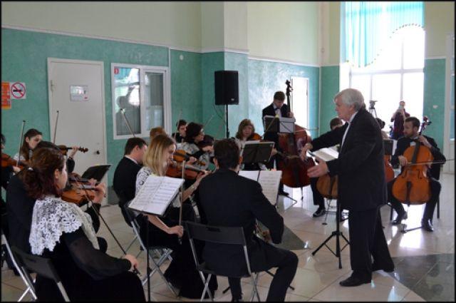 В программе фестиваля выступления российских и зарубежных оркестров.