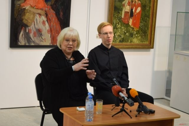 Неизменный партнер по сцене Светланы Крючковой - сын Александр Некрасов.