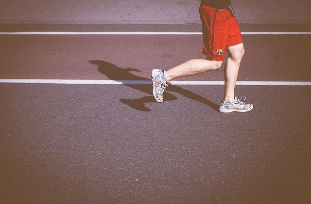 В Калининграде мужчина попросил померить беговые кроссовки и убежал в них.