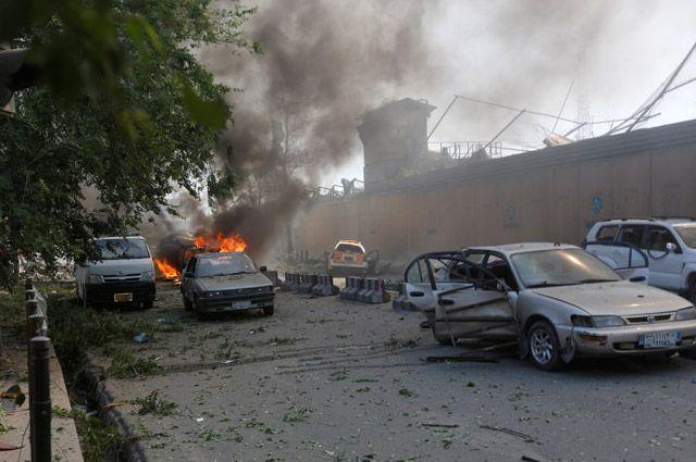 ВКабуле 20 человек погибли и70 пострадали в итоге  2-х  взрывов