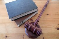 В суд передано дело оренбуржца, который обвиняется в убийстве отчима.