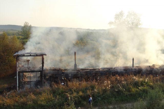 Сгорело здание трапезной.