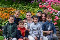 Марина Кириллова из Владимира и представить не могла, что в сорок с лишним станет мамой для семерых мальчишек.