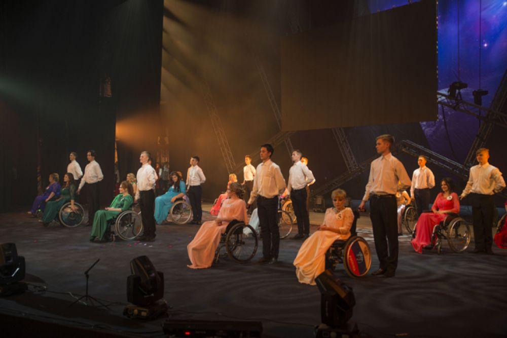 Яркое шоу было наполнено волей к победе, жаждой жизни и красотой.