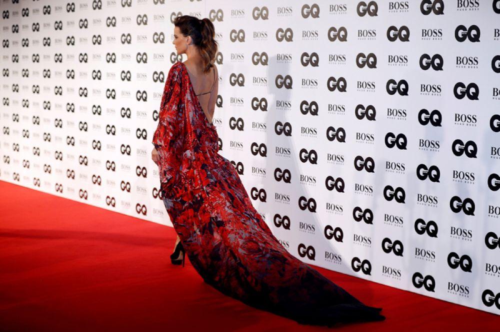 Актриса Кейт Бекинсейл на ковровой дорожке премии GQ «Человек года» в галерее Tate Modern в Лондоне, Великобритания.