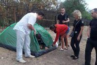 В Одессе из-за ссоры с семьей женщина с тремя детьми поселилась на пляже