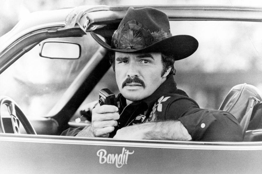 «Полицейский и бандит» (1977).