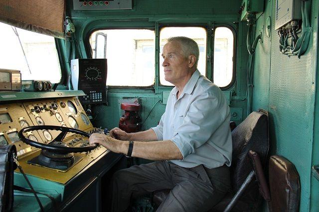 Гройсман должен лично контролировать дефицит локомотивов - комитет Рады