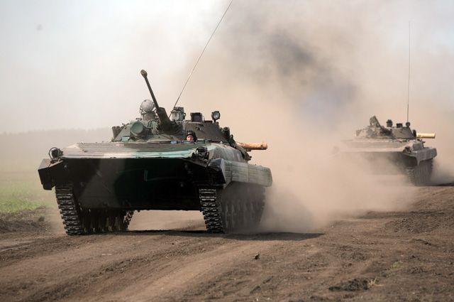Министр обороны Сергей Шойгу анонсировал участие 300 тыс. военнослужащих, 1000 самолётов и вертолётов, 35 тыс. сухопутных боевых машин.
