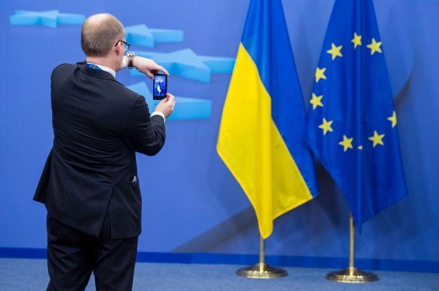 Евросоюз одобрил планы Украины по изменению Конституции