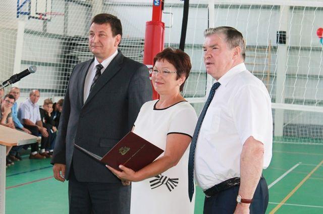 Слева направо: Игорь Ляхов, Марина Жукова и Николай Дементьев на открытии спорткомплекса.