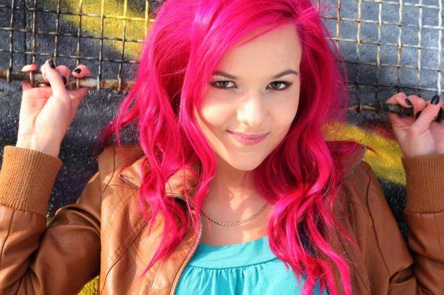 В Мариуполе директор прилюдно унизила школьницу из-за цвета волос