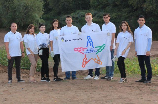 Молодые специалисты ПАО «Оренбургнефть» приняли участие в акции «Чистые берега-Генеральная уборка».
