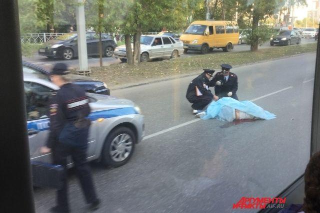 По словам одного из очевидцев аварии, в ДТП погибла женщина.