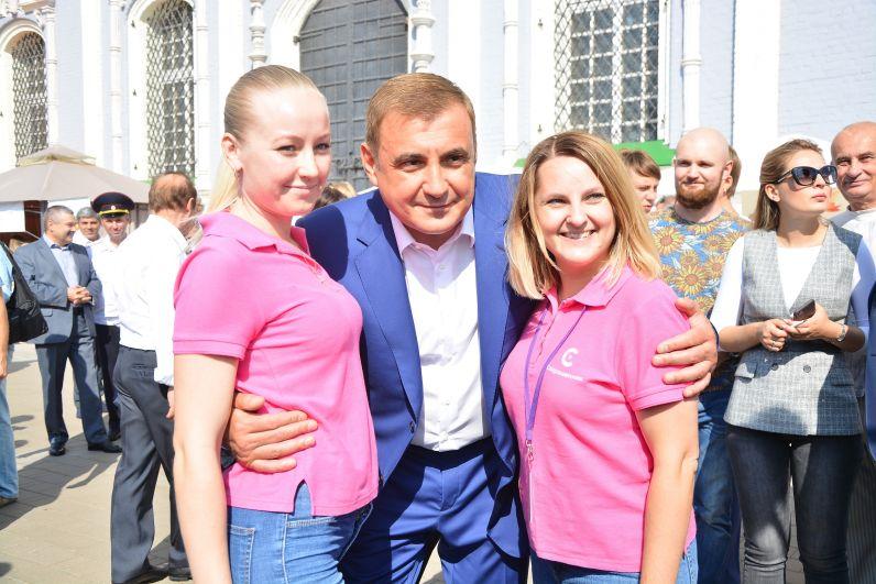 Фото главы региона с горожанами.