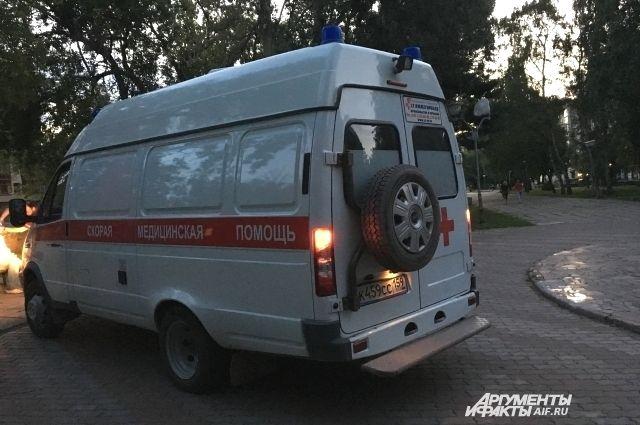 На место выехали сотрудники скорой помощи и УГИБДД.