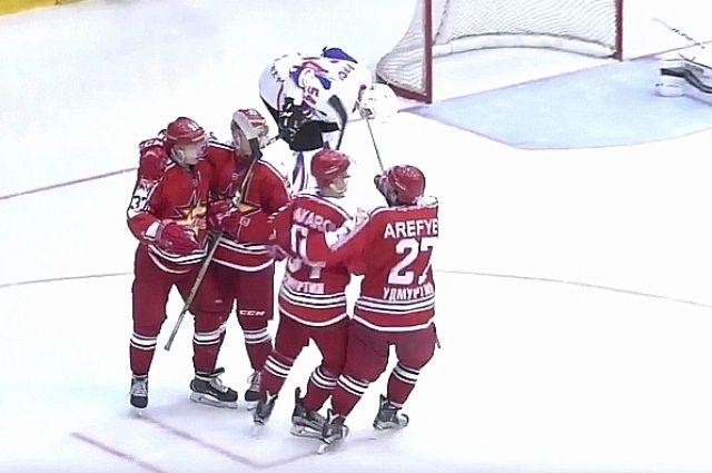 Хоккеистам из Удмуртии не удалось удержать победный счёт.
