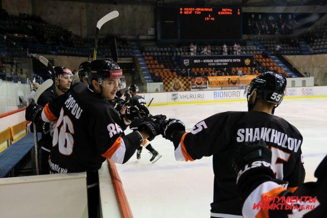 Пермские хоккеисты уверенно стартовали в регулярном чемпионате с двух домашних побед на китайскими командами.