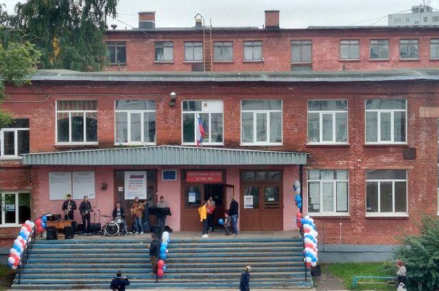 Все избирательные участки области открылись в 8.00 по местному времени.