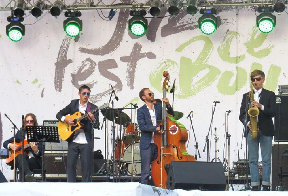 Участие в фестивале приняли 18 джазовых коллективов и 6 солистов.