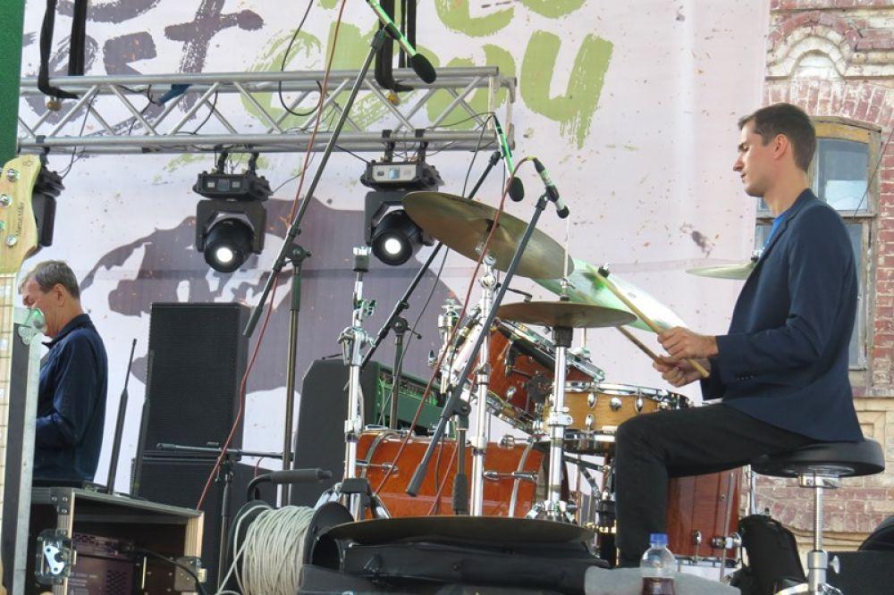 Выступает студия джаза «Караван», Ульяновск.