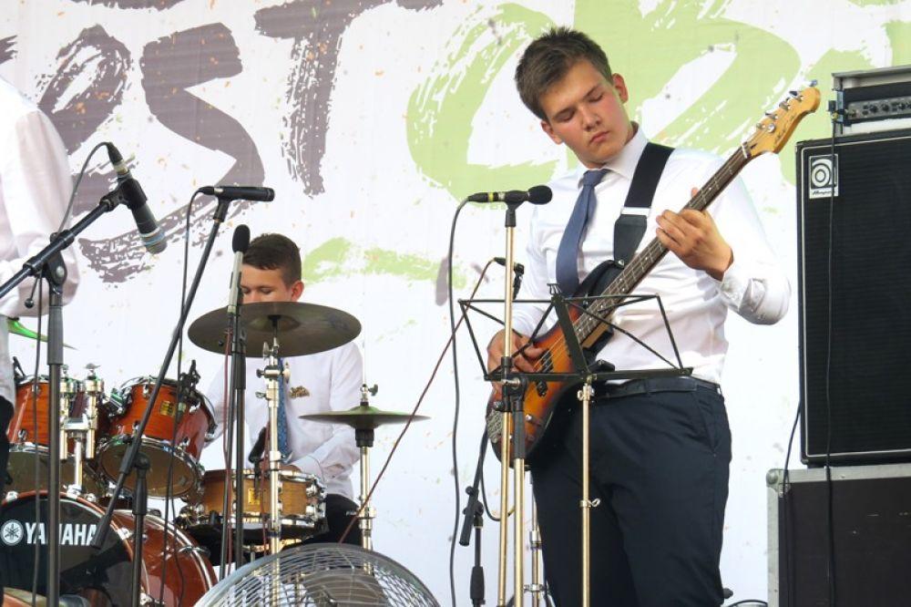 На сцене ансамбль Offbeat, Самара.